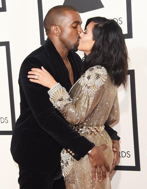 Sao Hollywood hôn hít ở thảm đỏ: Selena và vợ chồng Justin đối lập, Cardi B phản cảm gây sốc, Brad Pitt chưa đỉnh bằng Tom Cruise - Ảnh 13.