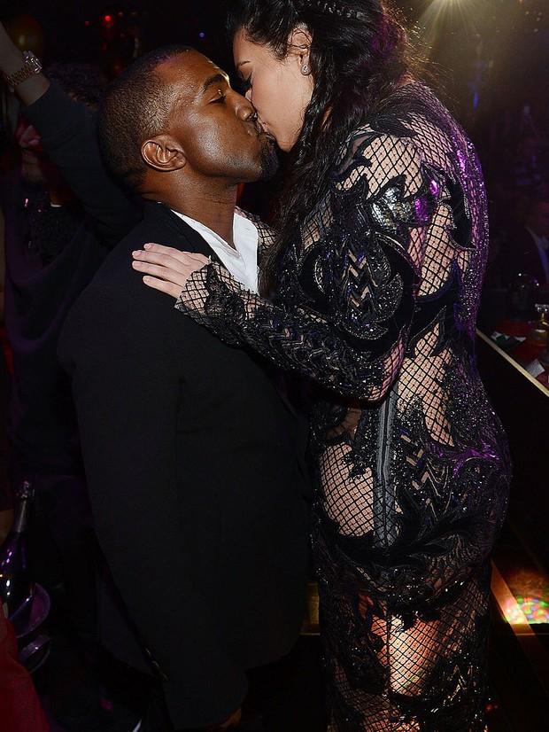 Sao Hollywood hôn hít ở thảm đỏ: Selena và vợ chồng Justin đối lập, Cardi B phản cảm gây sốc, Brad Pitt chưa đỉnh bằng Tom Cruise - Ảnh 14.
