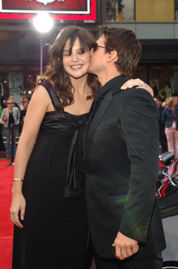 Sao Hollywood hôn hít ở thảm đỏ: Selena và vợ chồng Justin đối lập, Cardi B phản cảm gây sốc, Brad Pitt chưa đỉnh bằng Tom Cruise - Ảnh 21.