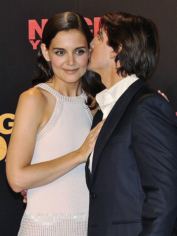 Sao Hollywood hôn hít ở thảm đỏ: Selena và vợ chồng Justin đối lập, Cardi B phản cảm gây sốc, Brad Pitt chưa đỉnh bằng Tom Cruise - Ảnh 22.