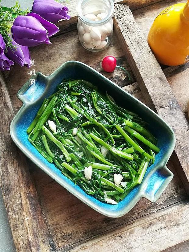4 cách ăn rau muống nguy hiểm cần tránh nếu không muốn bị tiêu chảy, nôn mửa, thậm chí là nhiễm độc kim loại nặng - Ảnh 2.