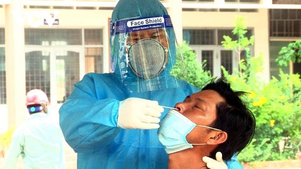 13 người cách ly khẩn cấp vì nhậu cùng ca dương tính SARS CoV-2 ở Tiền Giang  - Ảnh 1.