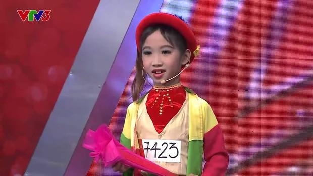 Quán quân Got Talent từng giả gái khiến Hoài Linh phải cúi đầu: Chuẩn bị lên cấp 3, học hành đỉnh và cuộc sống có gì mới? - Ảnh 1.
