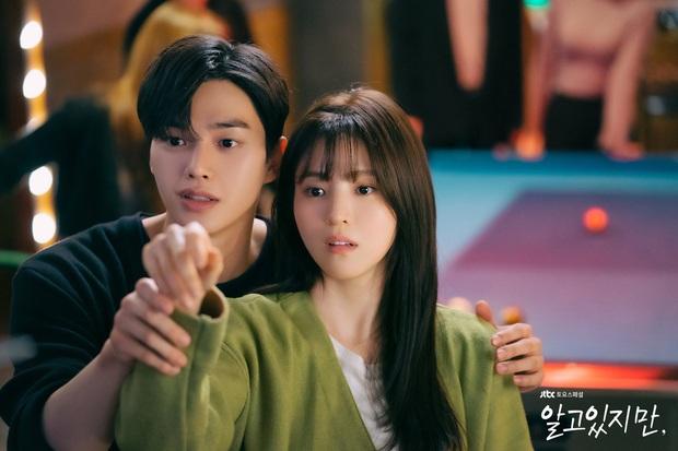 Phim 19+ vừa lên sóng, Song Kang đã bị đồn mất Han So Hee vào tay kép phụ, Love Alarm lặp lại đấy à? - Ảnh 2.