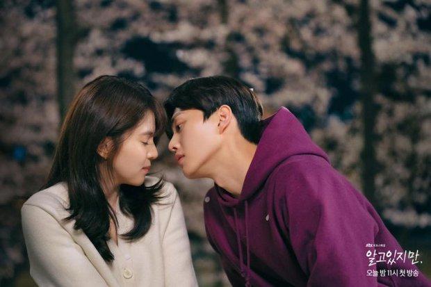 Phim 19+ vừa lên sóng, Song Kang đã bị đồn mất Han So Hee vào tay kép phụ, Love Alarm lặp lại đấy à? - Ảnh 7.