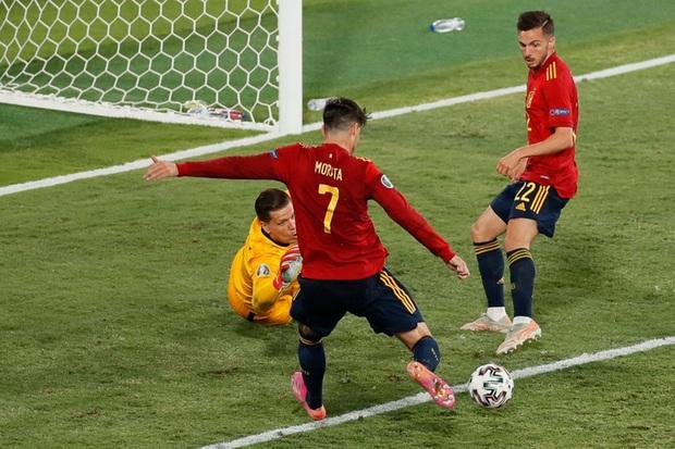 Phung phí hàng tá cơ hội, tuyển Tây Ban Nha bị Ba Lan cầm hoà, rơi vào thế sinh tử tại bảng E - Ảnh 10.