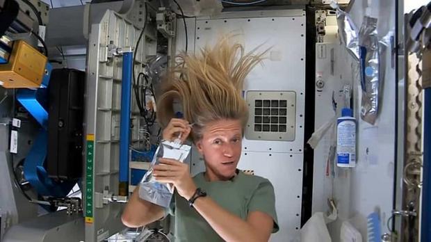 Khoảnh khắc hiếm hoi về cuộc sống của các phi hành gia trên Trạm Vũ trụ Quốc tế (ISS) - Ảnh 11.