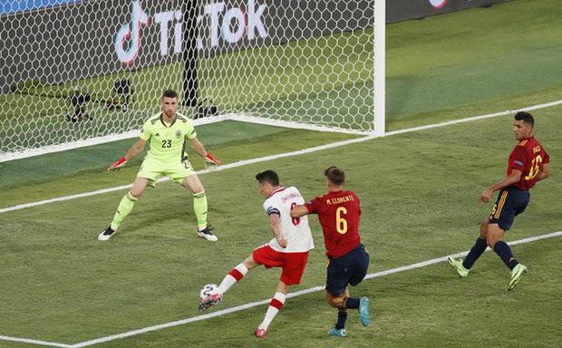 Phung phí hàng tá cơ hội, tuyển Tây Ban Nha bị Ba Lan cầm hoà, rơi vào thế sinh tử tại bảng E - Ảnh 6.