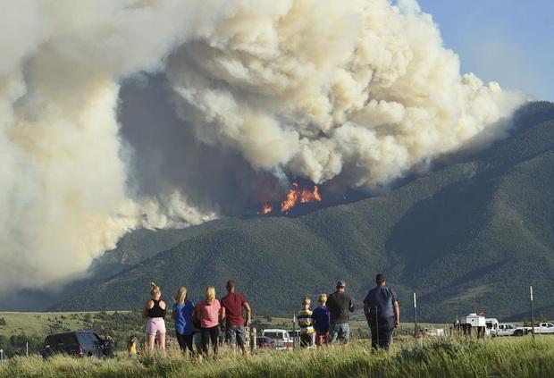 Chảo lửa kỷ lục thiêu đốt miền tây nước Mỹ, nhà máy điện lần đầu đóng cửa trong 50 năm - Ảnh 10.