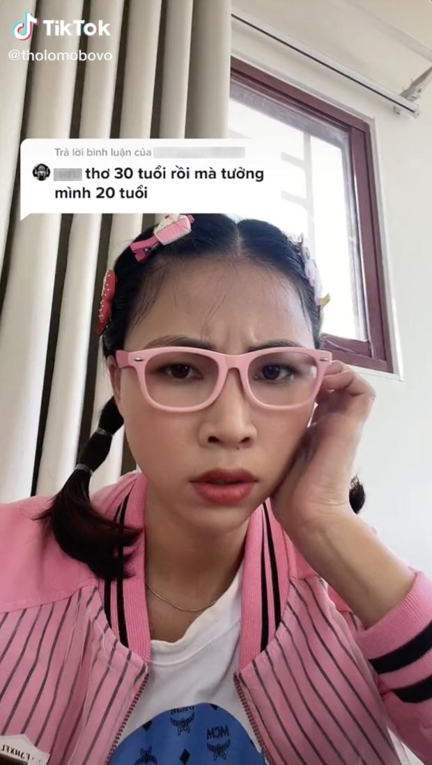 Biểu cảm của Thơ Nguyễn khi bị antifan nhận xét: 30 tuổi rồi mà tưởng mình 20 tuổi  - Ảnh 1.
