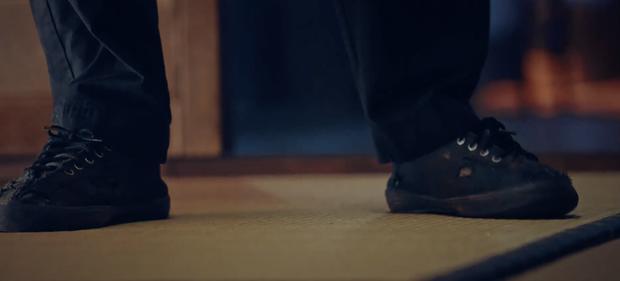 5 chi tiết ẩn dụ đắt giá của Penthouse: Thâm sâu từ đôi giày rách đến cả hình ảnh phản chiếu - Ảnh 3.