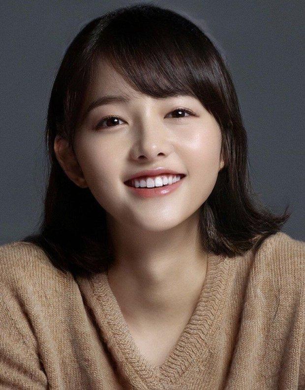 Dàn nam thần Hàn biến hình thành nữ: Song Joong Ki - V (BTS) như búp bê, Lee Dong Wook và 1 nam idol tranh nhau ngôi nữ thần - Ảnh 11.