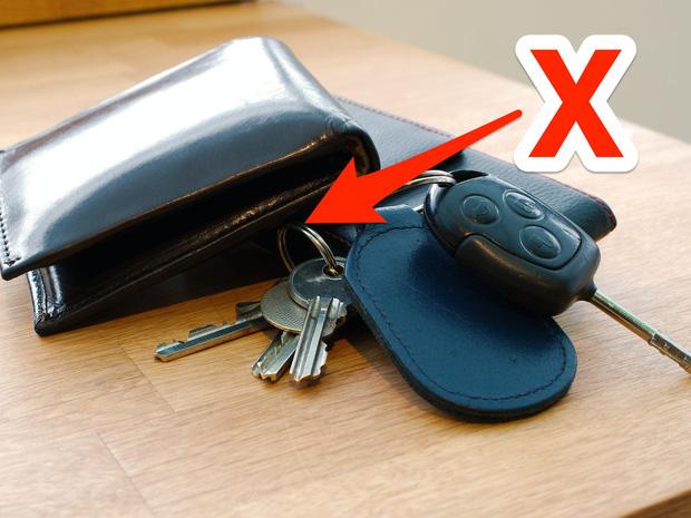Chuyên gia cảnh báo 9 thứ dễ khiến bạn nhức mắt mỗi khi về nhà, ai cũng có vài ba món - Ảnh 10.