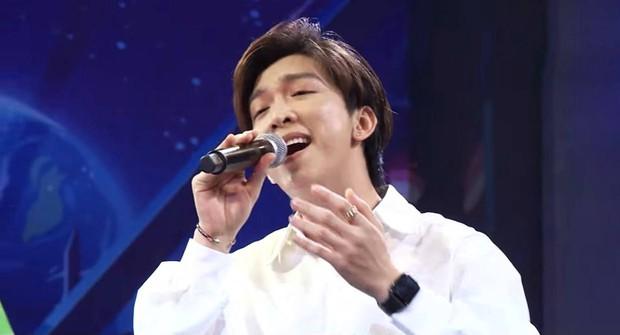 Nam ca sĩ gây ồn ào với loạt ca khúc nhạc Hoa lời Việt vấp phải gạch đá khi hát dân ca: Nghe vừa chói tai vừa mệt - Ảnh 4.