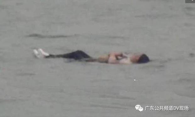 Trôi lênh đênh trên biển suốt 1 đêm, cô gái không biết bơi vẫn sống sót thần kỳ, cõi mạng nháo nhào vì nguyên nhân quá mức khó tin - Ảnh 2.