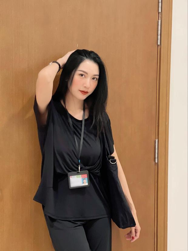Á hậu Thuý Vân bắn tiếng Anh như nuốt mic, chia sẻ phương pháp học hiệu quả ngay trên livestream - Ảnh 4.