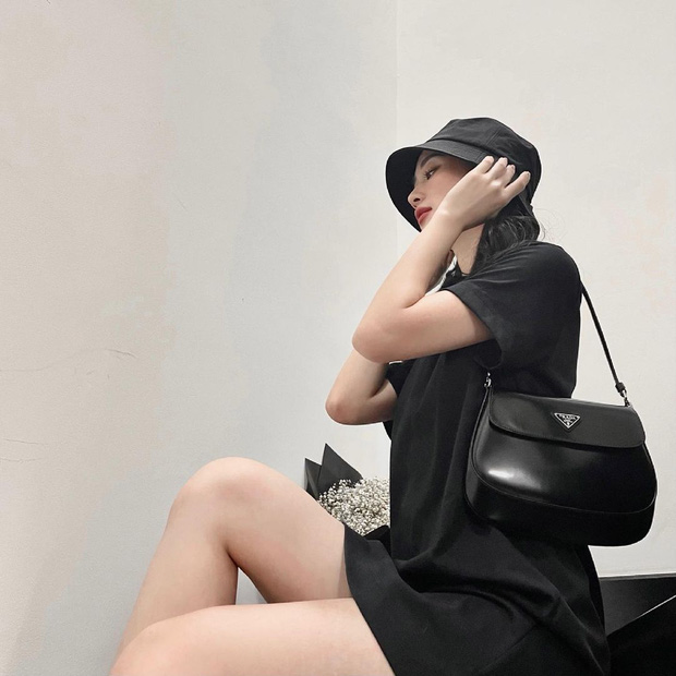 Instagram look sao Việt tuần qua: Hà Tăng ở nhà mà lên đồ sang hết nấc, vòng 1 xôi thịt của Minh Hằng chiếm sóng - Ảnh 6.