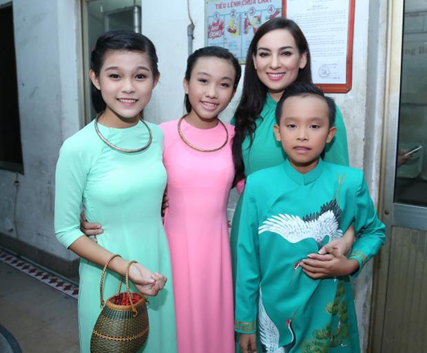 Quản lý bất ngờ tiết lộ 2 con gái nuôi của Phi Nhung chịu thiệt thòi khi Hồ Văn Cường chuyển tới - Ảnh 3.