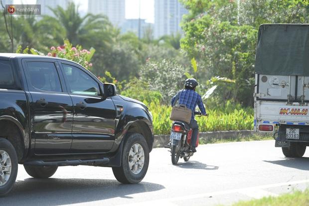 Ảnh: Thót tim cảnh xe máy quay đầu bỏ chạy trên cao tốc Đại lộ Thăng Long khi thấy CSGT - Ảnh 8.