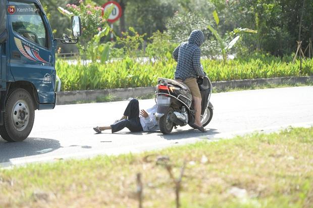 Ảnh: Thót tim cảnh xe máy quay đầu bỏ chạy trên cao tốc Đại lộ Thăng Long khi thấy CSGT - Ảnh 5.