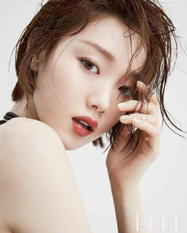 Tiên nữ cử tạ Lee Sung Kyung bất ngờ đổi gió xuống tóc ngắn chưa từng có, người đâu lột xác tomboy mà vẫn đẹp không chê nổi - Ảnh 2.