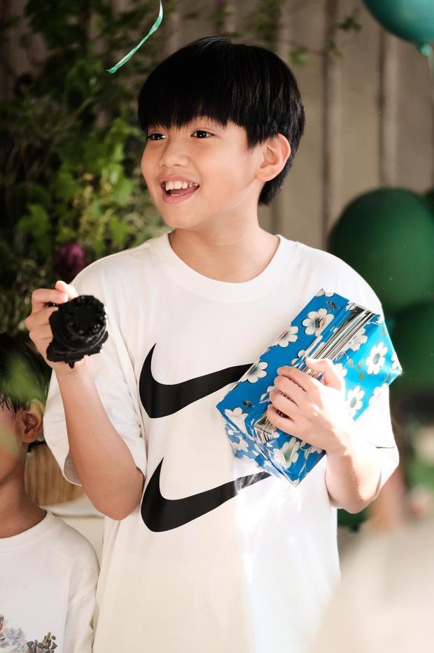 Vợ chồng Cường Đô La tổ chức sinh nhật cho Subeo tại villa sang chảnh, nụ cười hạnh phúc của cả gia đình thấy mà ngưỡng mộ - Ảnh 11.