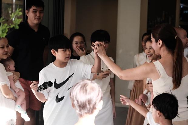 Subeo đón sinh nhật tại gia siêu sang xịn bên 2 em song sinh, cậu nhóc ngày nào nay thành anh cả lớn phổng phao rồi! - Ảnh 9.