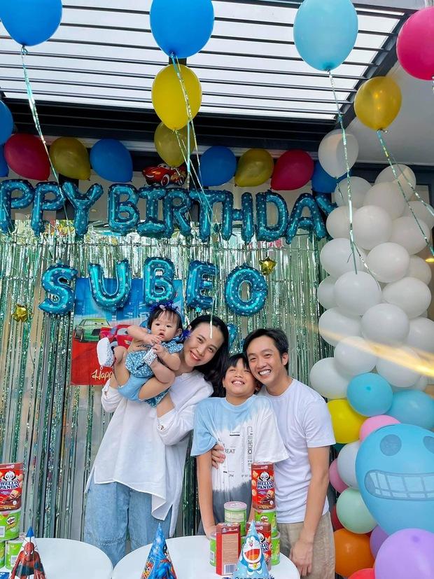 Vợ chồng Cường Đô La tổ chức sinh nhật cho Subeo tại villa sang chảnh, nụ cười hạnh phúc của cả gia đình thấy mà ngưỡng mộ - Ảnh 4.