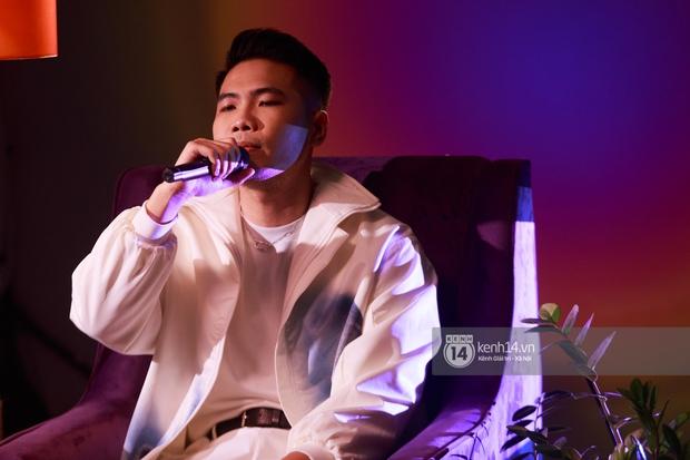 Dương Hoàng Yến một mình cân màn live ca khúc mới khi thiếu Đạt G, Phúc Du cực chill khi rap sản phẩm hay nhất Trạm Cảm Xúc - Ảnh 9.