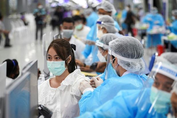 Đông Nam Á ghi nhận hàng nghìn ca mắc mới COVID-19 mỗi ngày - Ảnh 1.