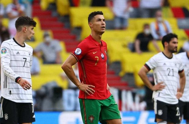 Danh thủ Đức gọi pha tâng bóng của Ronaldo là ngu ngốc và coi thường đối thủ - Ảnh 3.