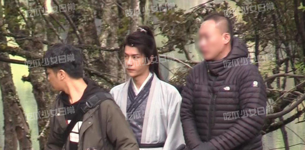 Visual của Vương Nhất Bác điên đảo đến mức khiến staff và fan cắn nhau, 10 chiếc ố cũng che không nổi? - Ảnh 7.