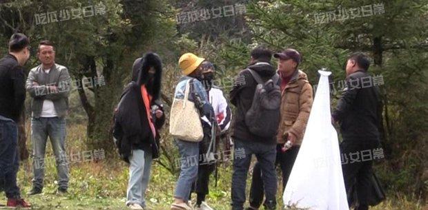 Visual của Vương Nhất Bác điên đảo đến mức khiến staff và fan cắn nhau, 10 chiếc ố cũng che không nổi? - Ảnh 6.