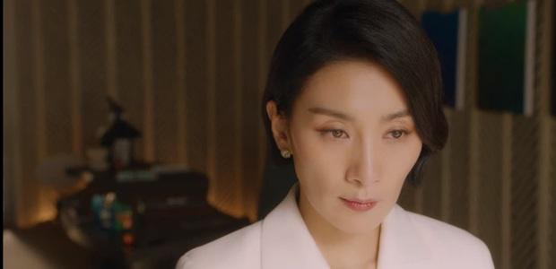 Loạt kẻ tình nghi ở án mạng Han Ji Yong (Mine): Mợ út (Lee Bo Young) giết chồng hay người chết lật kèo sốc óc? - Ảnh 4.