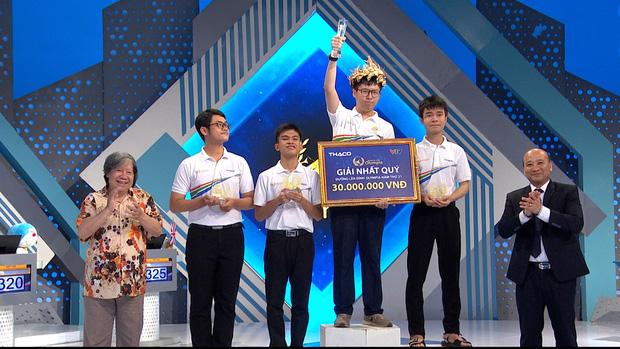 Quán quân Olympia 2019 liên tiếp có hành động khó hiểu trên MXH khiến netizen bức xúc khi đàn em từng chung trường thua cuộc - Ảnh 1.