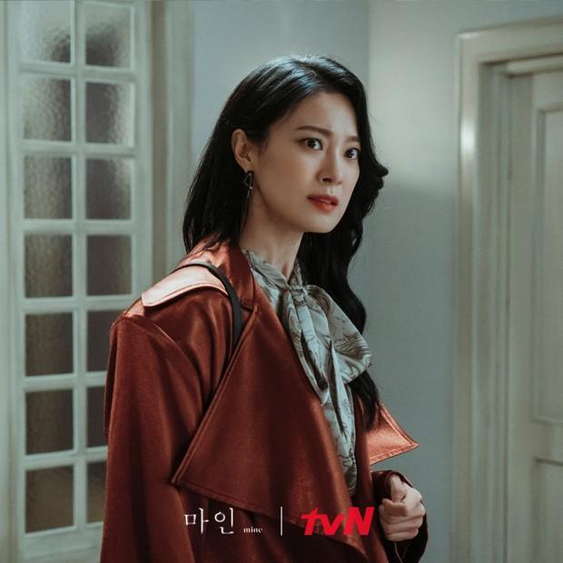 Loạt kẻ tình nghi ở án mạng Han Ji Yong (Mine): Mợ út (Lee Bo Young) giết chồng hay người chết lật kèo sốc óc? - Ảnh 6.