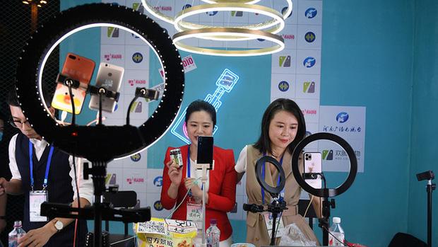 Vỡ mộng làm giàu nhờ livestream tại Trung Quốc - Ảnh 2.