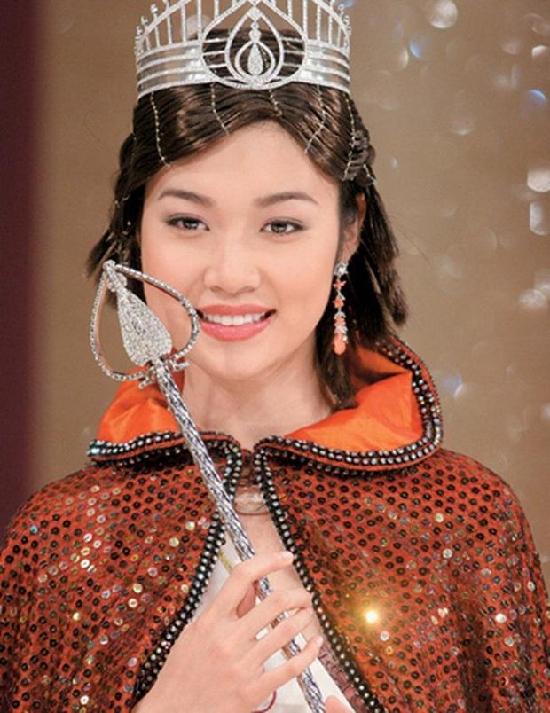 Che giấu suốt 16 năm, Triệu Vy chưa bao giờ nhắc tới người vợ cũ của chồng là Hoa hậu chuyên đi đào mỏ nổi tiếng - Ảnh 3.