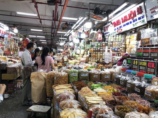 TP.HCM: Hàng hoá không phải lương thực thực phẩm, nhu yếu phẩm... ở chợ truyền thống phải ngưng hoạt động  - Ảnh 1.