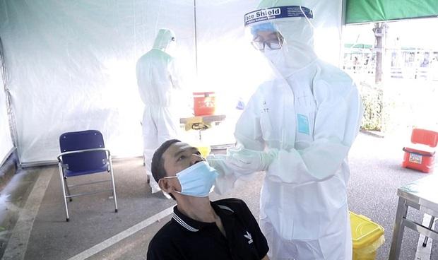 Bệnh viện K vắng vẻ trong ngày khám trở lại sau hơn 1 tháng phong toả vì Covid-19 - Ảnh 5.