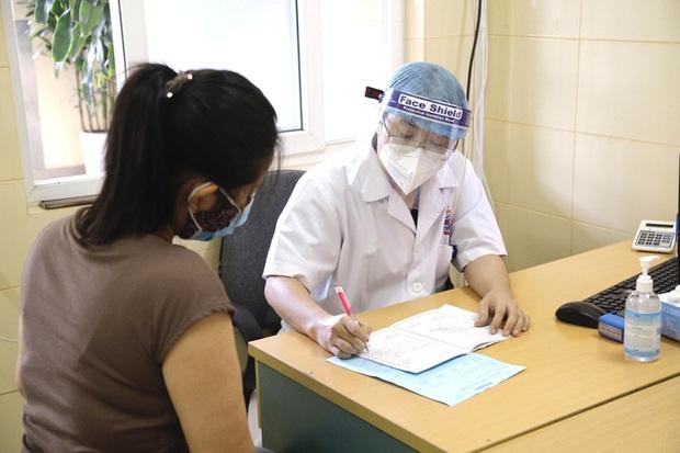 Bệnh viện K vắng vẻ trong ngày khám trở lại sau hơn 1 tháng phong toả vì Covid-19 - Ảnh 9.