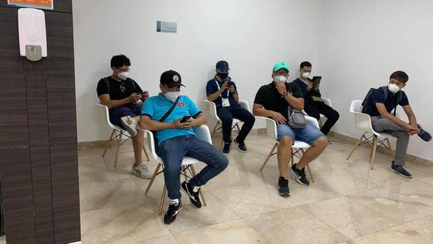 Phóng viên Việt Nam sang UAE tác nghiệp vòng loại World Cup giữa bão Covid-19: Hành trình cam go và ngày 21/6 trong khu cách ly - Ảnh 9.