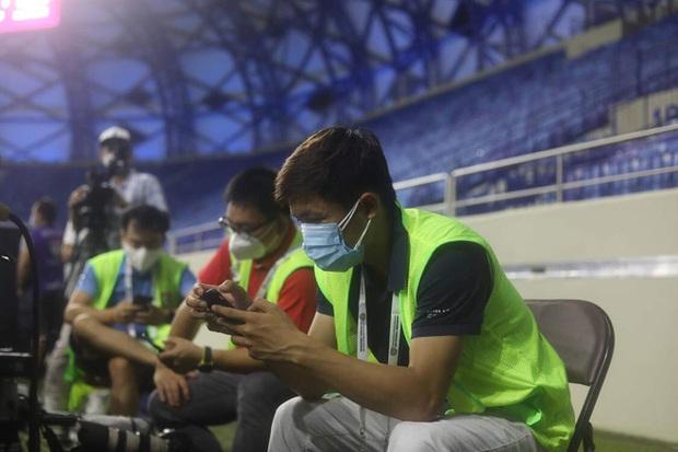 Phóng viên Việt Nam sang UAE tác nghiệp vòng loại World Cup giữa bão Covid-19: Hành trình cam go và ngày 21/6 trong khu cách ly - Ảnh 10.
