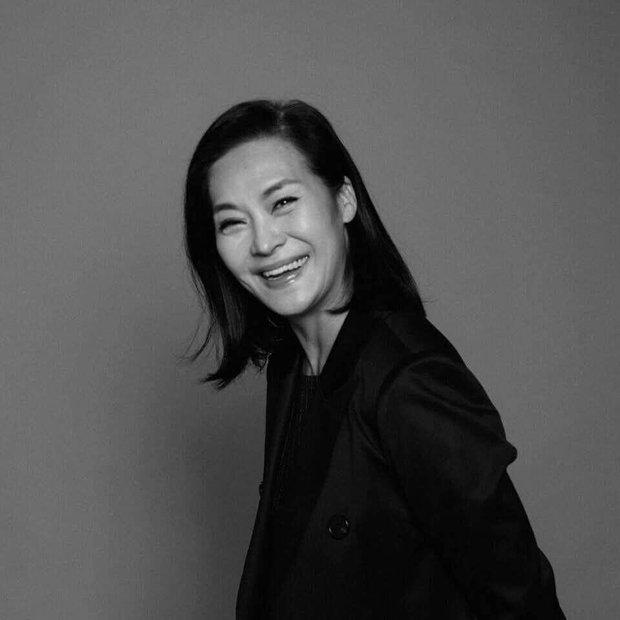 Nữ ca sĩ Vbiz xúc động chia sẻ ảnh mẹ chồng vừa qua đời, ai ngờ bà là người mẫu nổi tiếng giàu có, quyền lực xứ Hàn - Ảnh 6.