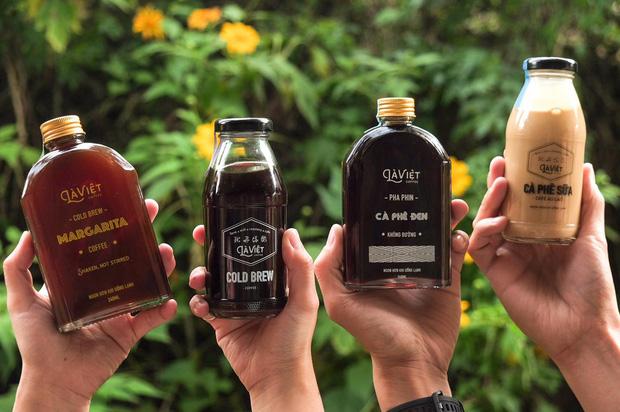 Dân sành uống Sài Gòn nhất định phải biết 8 quán cà phê đóng chai cực xịn này: Chỉ cần ngồi nhà cũng được ship tận răng! - Ảnh 1.