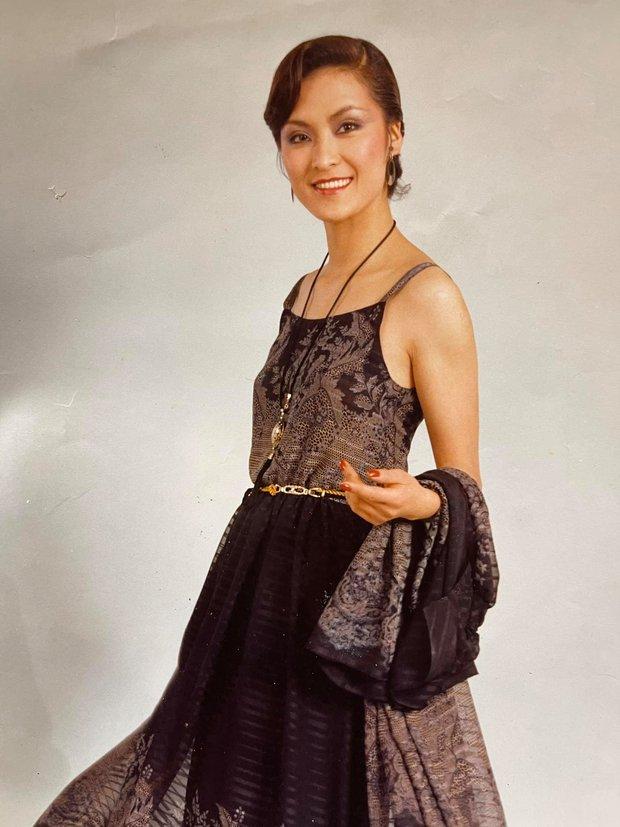 Nữ ca sĩ Vbiz xúc động chia sẻ ảnh mẹ chồng vừa qua đời, ai ngờ bà là người mẫu nổi tiếng giàu có, quyền lực xứ Hàn - Ảnh 4.