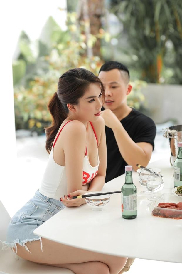 """Giữa biến chung bồ tỷ phú với Lily Chen, Ngọc Trinh tung ảnh nhậu nhẹt bên Vũ Khắc Tiệp, lại còn khéo """"thả thính"""" ai đây - Ảnh 4."""