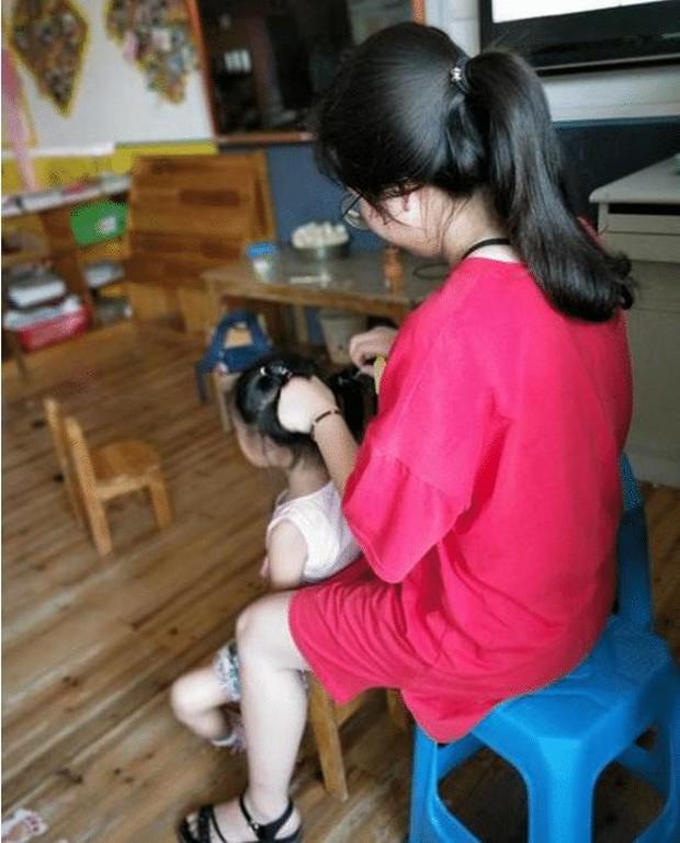 Cô giáo tết tóc cho bé gái siêu xinh, ai ngờ lại bị phụ huynh mắng té tát, còn phải đưa đến bệnh viện kiểm tra - Ảnh 3.