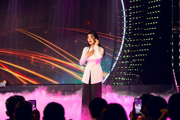 Lily Chen: Nàng Ngọc nữ bolero dịu dàng trên sân khấu, sexy đến nghẹt thở ở ngoài đời - Ảnh 4.