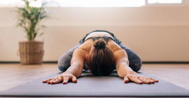 Cách chữa đau lưng do ngồi máy tính nhiều đơn giản dễ thực hiện tại nhà - Ảnh 4.